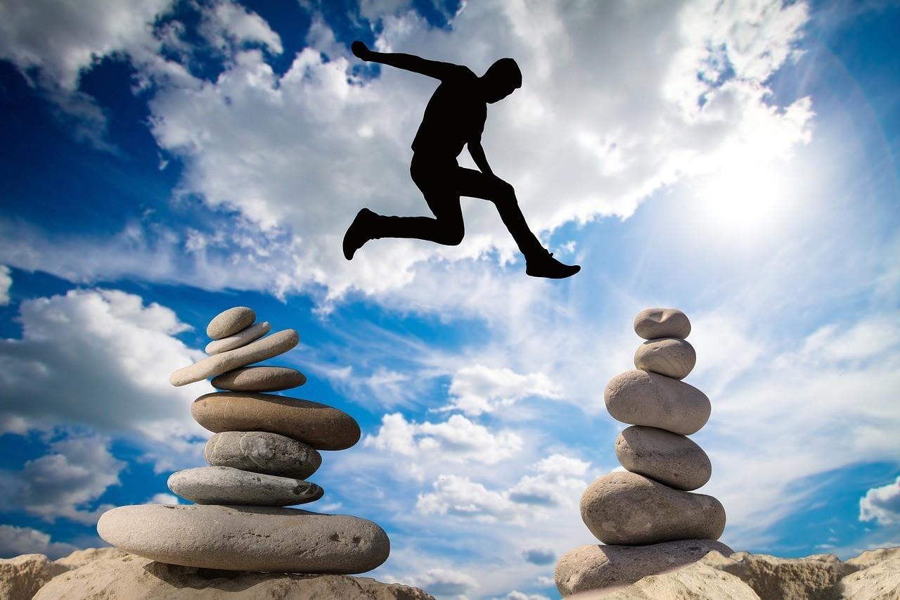 صور لـ #سماء #شجاعة #محفوف_بالمخاطر #خطر #توازن #صخرة