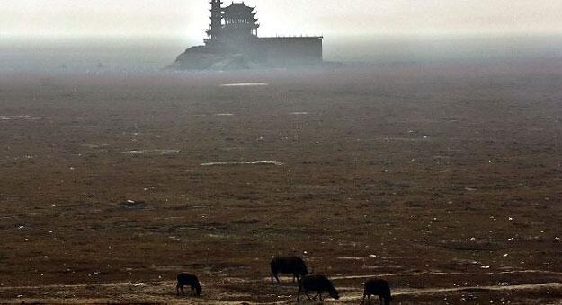 """جفاف أكبر بحيرة في #الصين التي تبلغ مساحتها ضِعف \""""لندن\"""""""