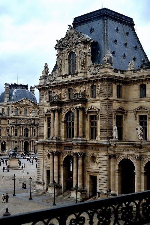 صورة لمتحف اللوفر باريس فرنسا