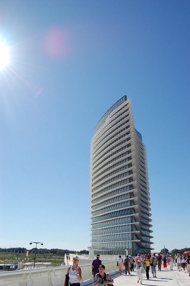 Amazing Buildings - Water Tower (Zaragoza)