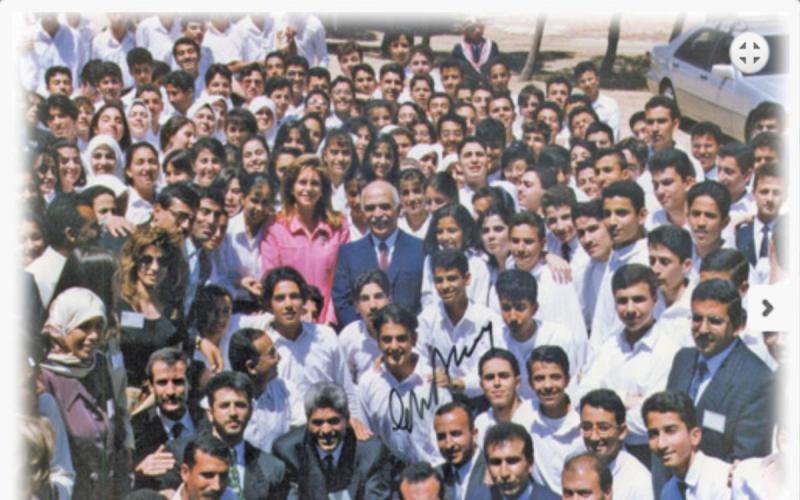 خريجي مدرسة اليوبيل الدفعة الأولى عام 1997 مع جلالة #الملك_حسين