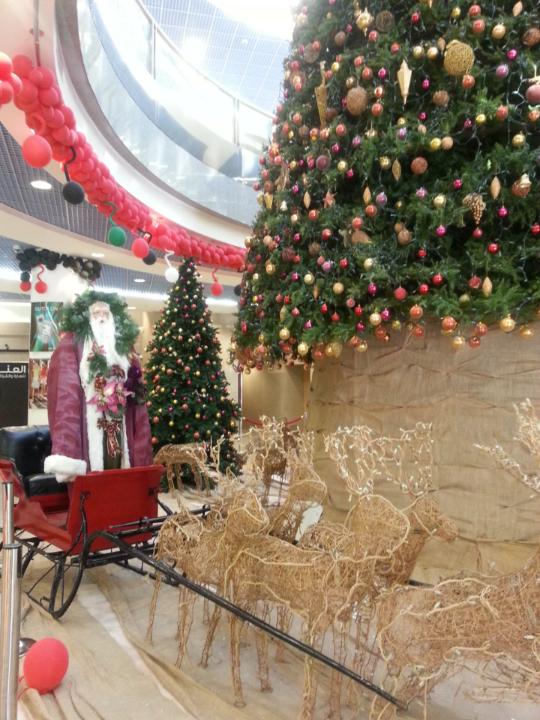 #شجرة_الميلاد وسانتا كلوز في بناية فتوح الخير في #أبوظبي