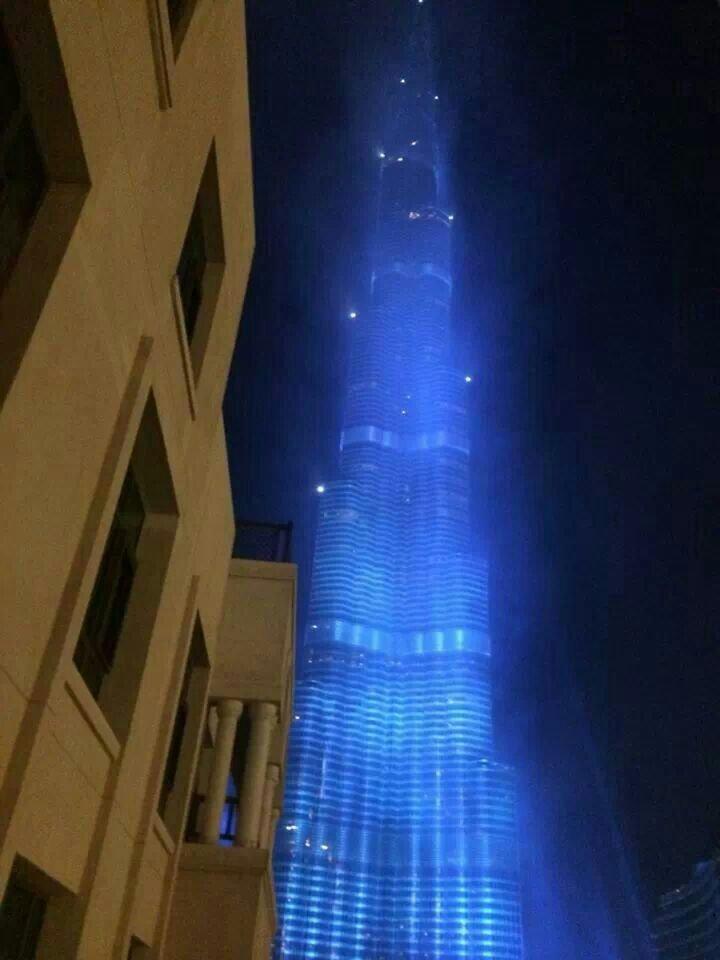 برج خليفة باللون الازرق بمناسبة #expo2020 #dubai