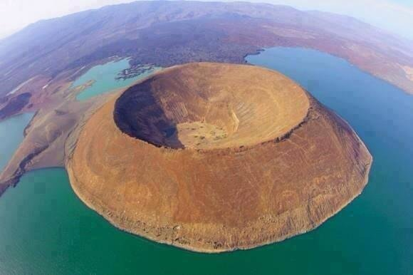 The world's largest desert lake and the world's largest alkaline lake