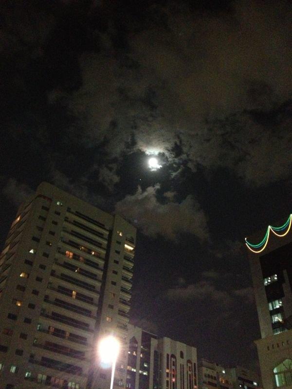 القمر في ليل #أبوظبي