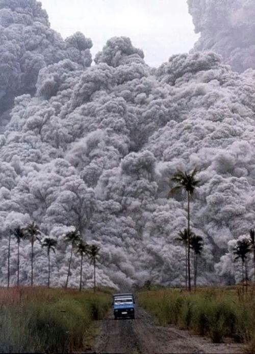 #صورة الرماد من ثوران بركان جبل بيناتوبو