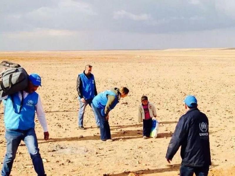 طفل عمره 4 سنوات يجوب الصحراء بحثا عن أمه اللاجئة في الأردن