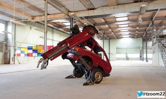 فنان بريطاني يحول سيارته فورد ال#قديمة إلى إنسان آلي....