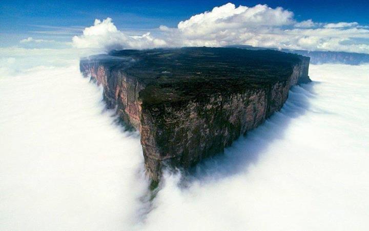 جبل رورايما في امريكا الجنوبية #صورة