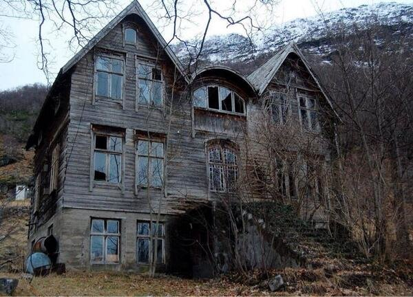 Abandoned house in the mountains. Bjørke, Norway