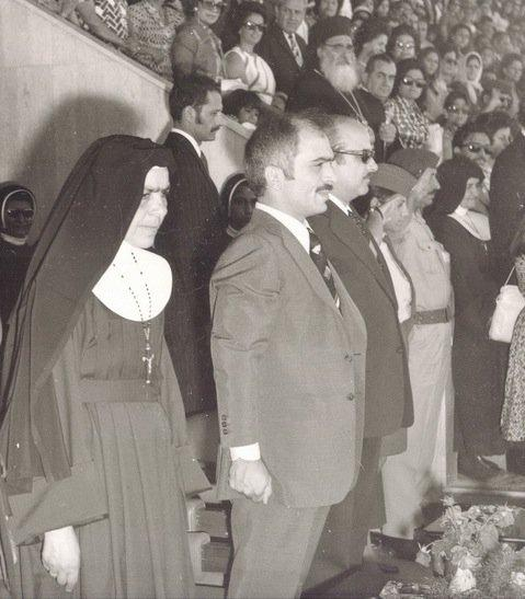 المغفور له #الملك_حسين والأم الراهبة كليمانس الزوايدة مديرة كلية راهبات الوردية #مادبا #الأردن #تاريخ