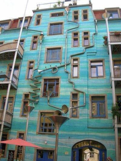مبنى في #ألمانيا يصدر أصواتا موسيقية عند سقوط المطر