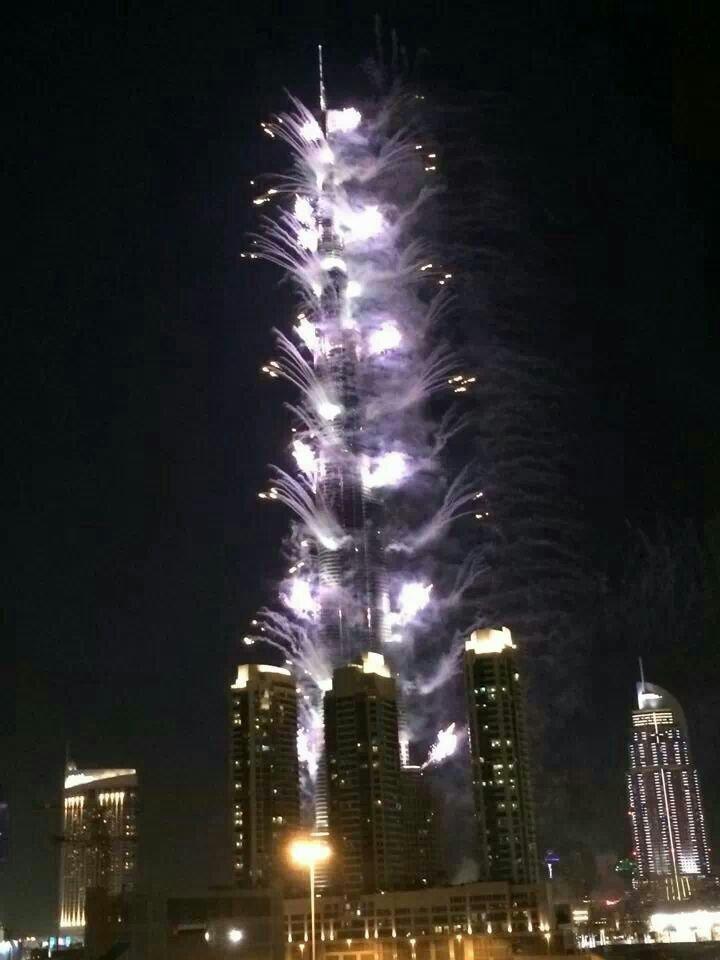 #برج_خليفة يبرق بمناسبة #expo2020 #dubai