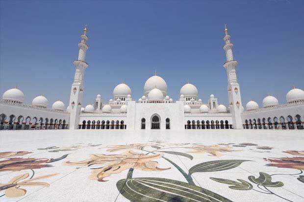 ساحات مسجد #الشيخ_زايد في #أبوظبي
