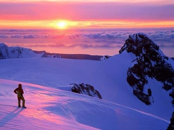 A perfect Sunset above the clouds in New Zealand
