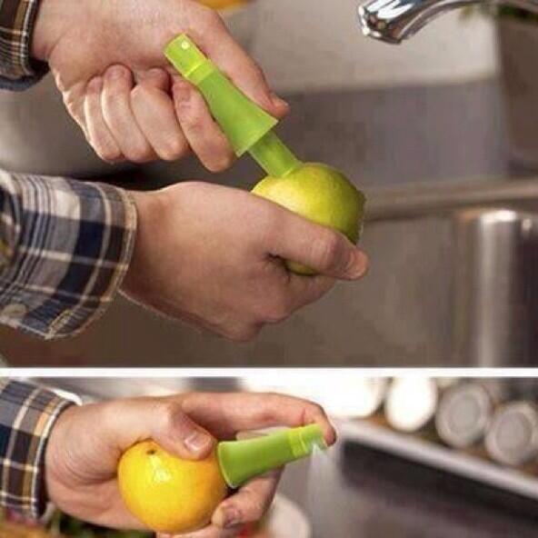 ابتكار بسيط لتسهيل وضع الليمون على الطعام