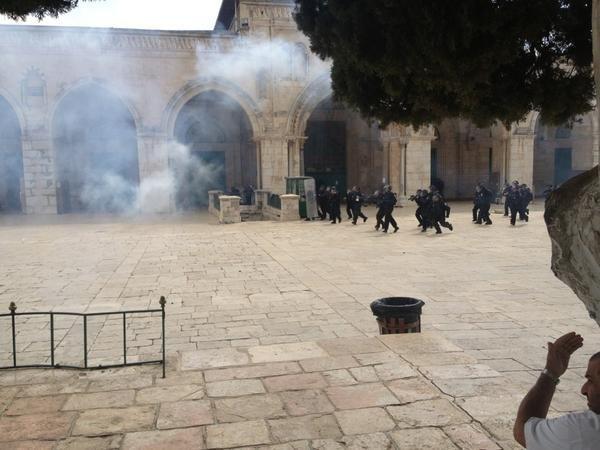 AlAqsa Invasion - قوات الاحتلال تدخل #المسجد_الأقصى