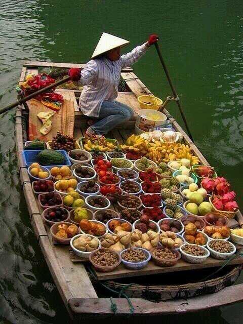 بائع متجول للخضار و الفواكة الطازجة -تايلند