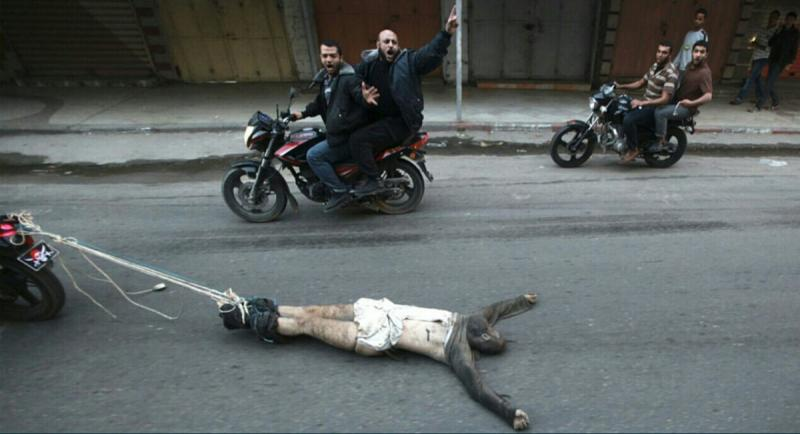 سحل شخص متهم بالخيانة في #غزة #فلسطين