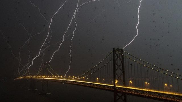 An Unbelievable Picture of Eight Lightning Bolts Striking San Francisco at the Same Time