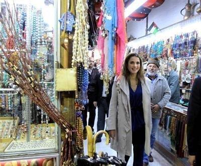 جلالة #الملكة_رانيا في أحد أسواق #عمان #الأردن