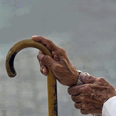 ارفقوا بكبار السن