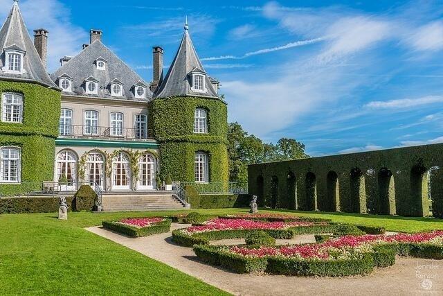 مبنى بهيج.. واجهته عشبية في (والون بارابانت).. بلجيكا