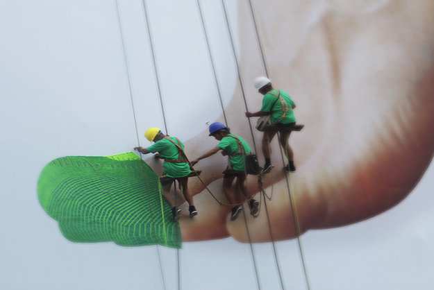 Most creative marketing campaigns 2013: Nike Knits A Giant Sneaker Billboard In Real-Time To Show Of