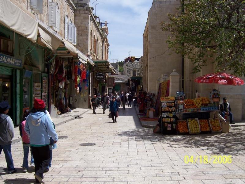 سوق الدباغة خارج كنيسة القيامة ويعد آخر محطات طريق الالام.