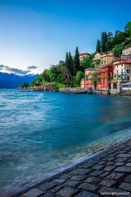 شاطئ مدينة Varenna الإيطالية..!