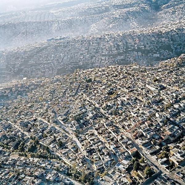 مدينة مكسيكو، اكثر المدن كثافة سكانية واضيقها مساحة.