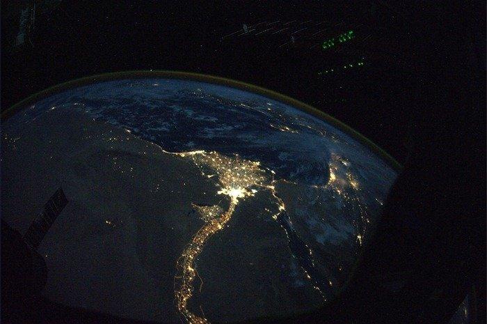 صورة نهر النيل من الفضاء ليلا #مصر