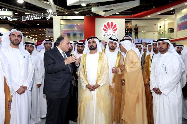 محمد بن راشد يزور معرض التكنولوجيا في #دبي