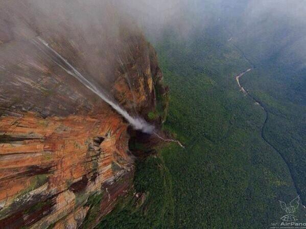 أعلى شلال في العالم شلال أنجل ،فنزولا.