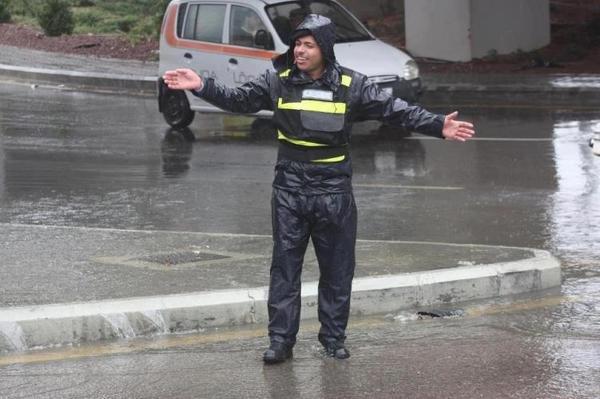 جهود الأمن العام الأردني أثناء الظروف الجوية الصعبة #الأردن - صورة 2