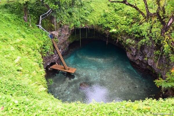 بركة سباحة طبيعية مذهلة في جزيرة ساموا ..!