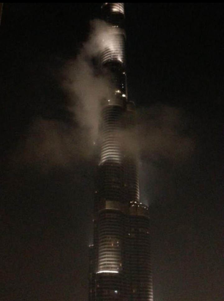 الصورة المتداولة لحريق #برج_خليفة في #دبي هي في الحقيقة صورة ضباب