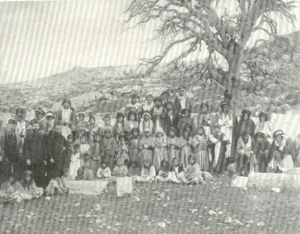 صورة تاريخية لطلاب مدرسة اللاتين #الفحيص #الأردن #تاريخ