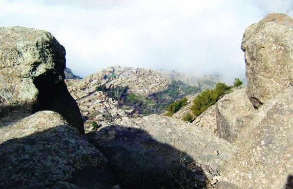يعود لون جبال محمية ضانا المحمر إلى وجود كمية كبيرة من النحاس في صخورها #الطفيلة #الأردن