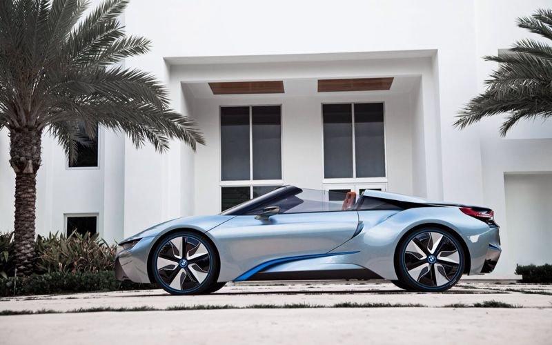 BMW I8 الهجينة التي تم اطلاقها في #معرض_دبي_للسيارات