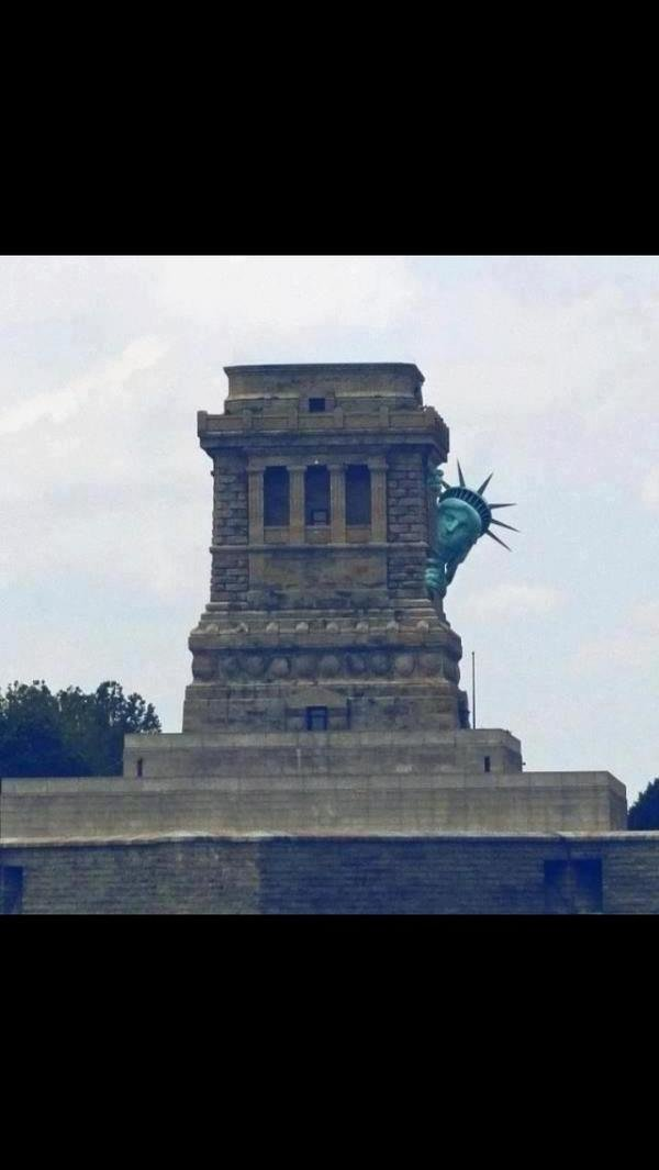 تمثال الحرية يختبئ أثناء إعصار #ساندي #نهفات