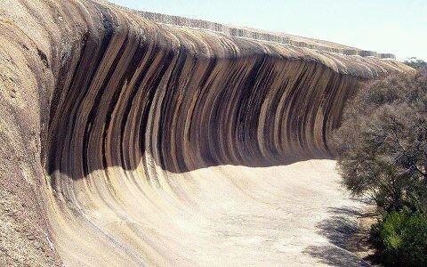 موجة من ﺍﻟﺼﺨﺮ