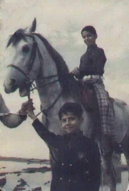 صورة نادرة لصدام حسين وهو طفل ..يعتلي الحصان