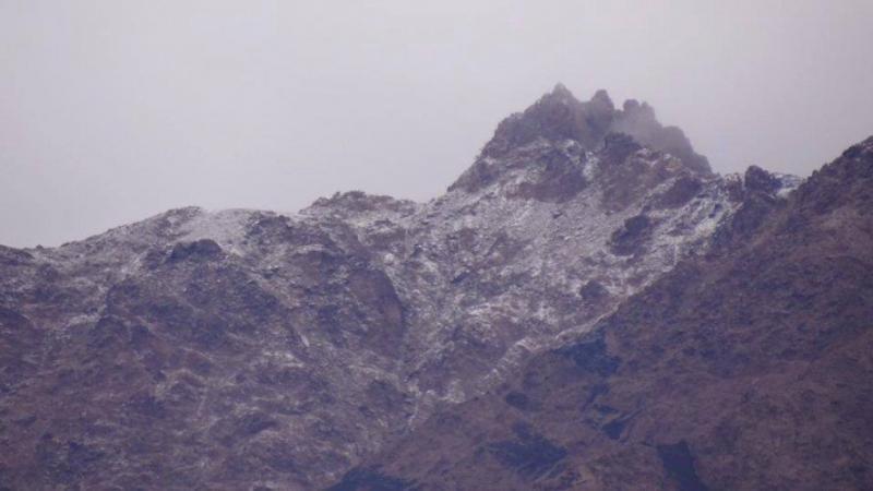 تساقط الثلوج على جبال العقبة في مشهد تاريخي و نادر 1