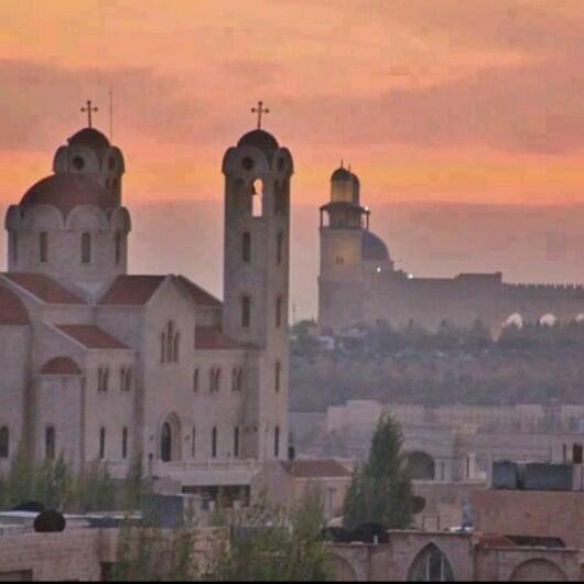 صورة تجمع مسجد وكنيسة في العاصمة عمان