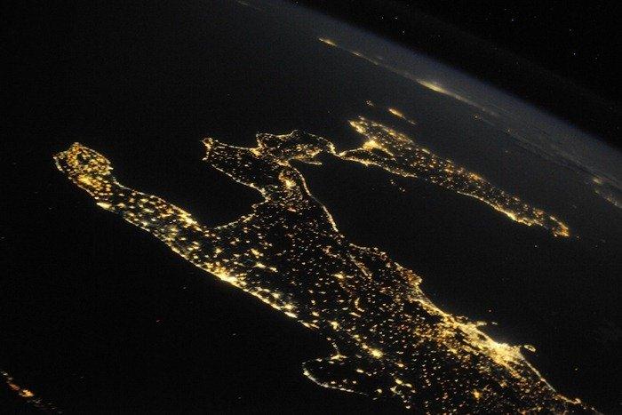 صورة من الفضاء ليلا ل #إيطاليا