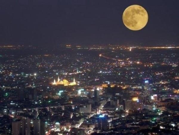 القمر مكتملا فوق #دمشق #سوريا