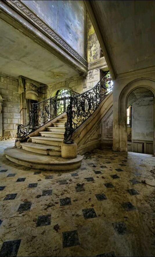 بيت مهجور في فرنسا