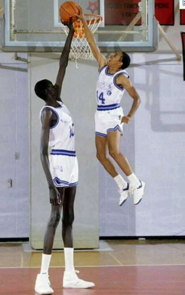 photo of the 7'7 (2.31m) tall Manute Bol next to Spud Webb, 5'7 (1.70m), for the Rhode Island Gulls.