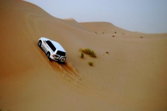 الرياضات الرملية بالسيارات في #أبوظبي